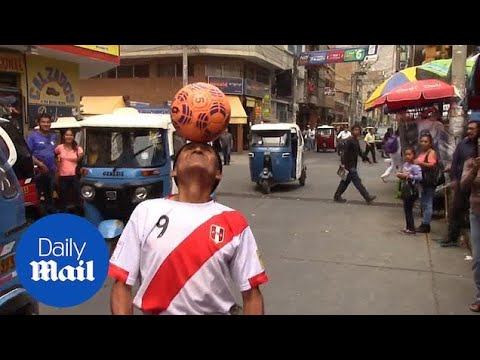 Luis Trevino - Con 85 años Mira Como Domina Balon