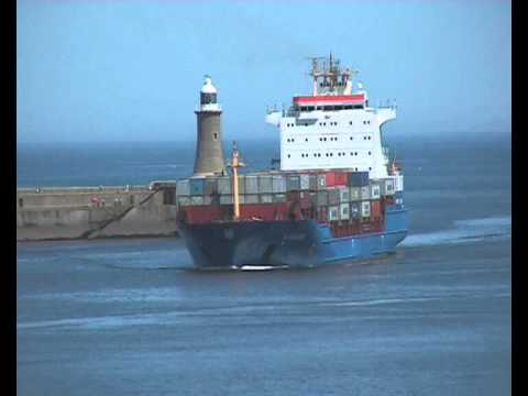 Container Ship Wybelsum arrives on the Tyne from Finland 17th May 2014