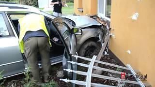 Zawidowice - nietrzeźwy kierowca bez uprawnień wbija się w dom
