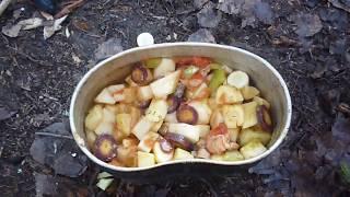 Готовка в лесу овощей с мясом .Нож Крапива .