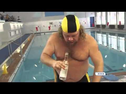Schwimm-Wettkampf nach einer Flasche Wodka