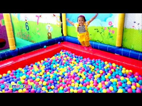 Mandi Bola Banyak Sekali & Naik Odong-odong Mobil Mainan Anak - Play Balls Pit Show & Mini Merry