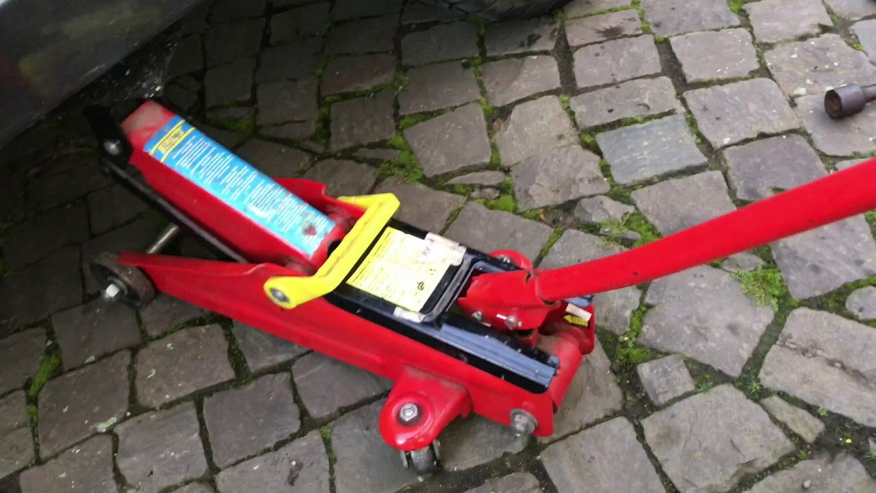 hight resolution of how to lift a car ford focus with a car jack rear version diy