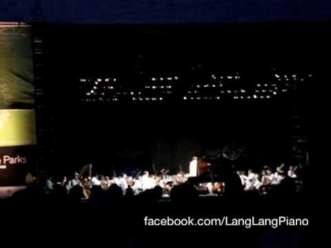 Lang Lang Plays Rhapsody in Blue in Central Park