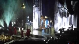 Мадонна и парни на каблуках на концерте в Киеве (04.08.2012)(Песня Girl Gone Wild открывала шоу MDNA в Киеве. Мадонна вышла на сцену вместе с парнями на каблуках, танцующий в..., 2012-08-05T01:45:20.000Z)