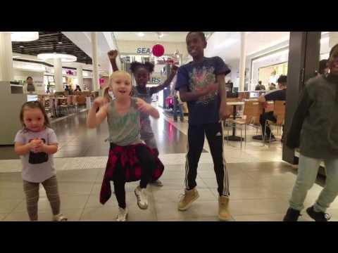 JUJU on that Beat at the mall, with Paige Glenn, Artyon Celestine and Arthur Celestine