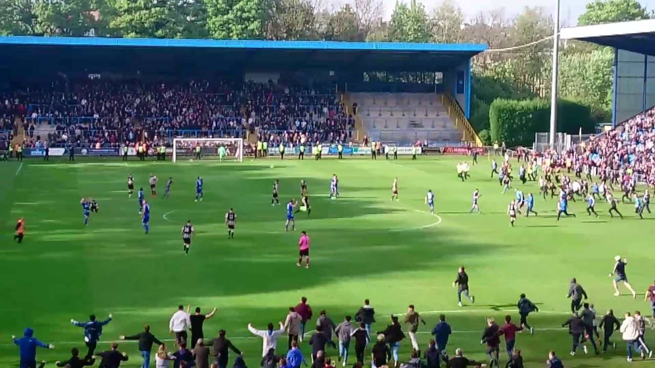 FC Halifax Town final whistle & pitch invasion vs Chorley ...