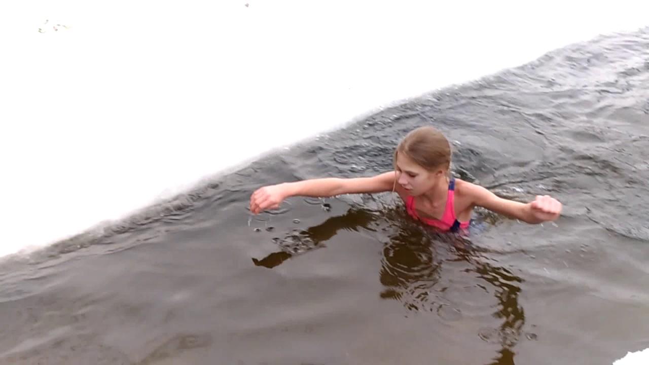 Девчонки купаются ночью 10