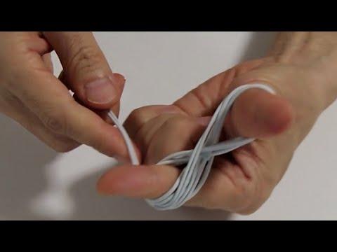 イヤホンを素早く収納し、ほどいた時にねじれないようにする方法; Using earphones without twisting.