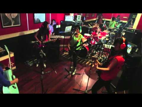 AKB48/JKT48 - Baby! Baby! Baby! (@JuwitaBand Cover)