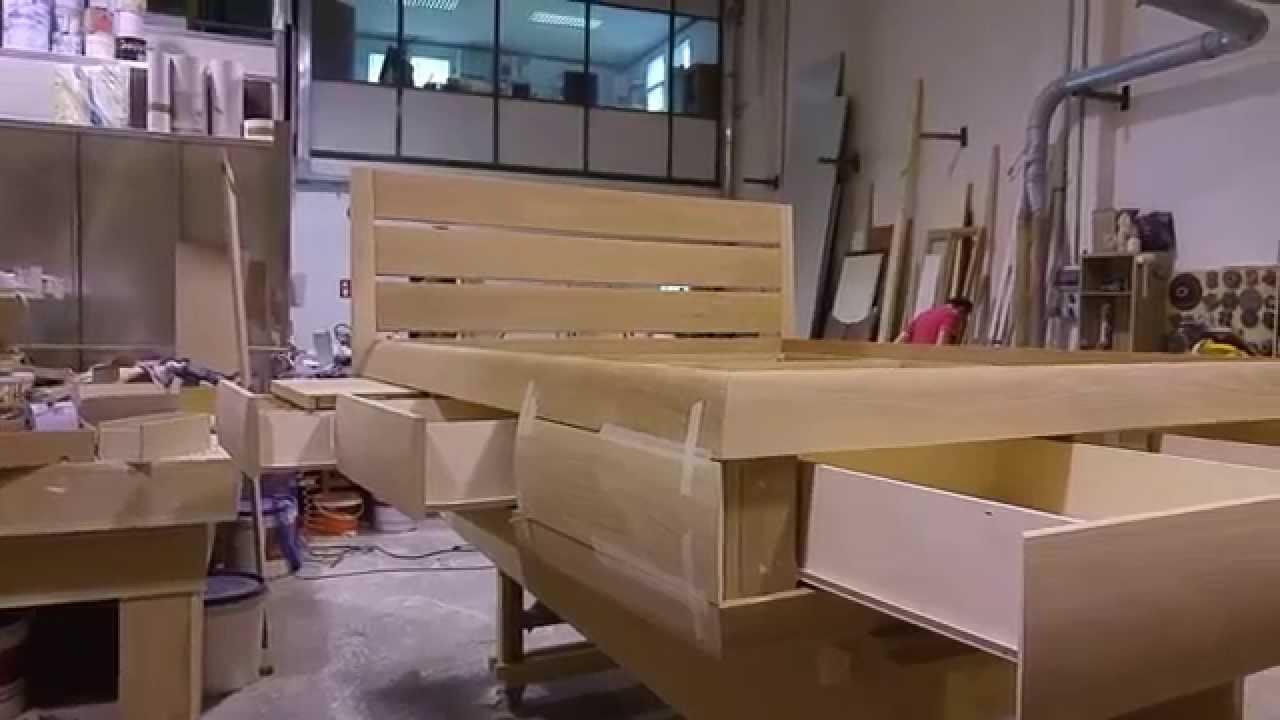 Letto con piani estraibili comodino e cassetti al piede for Piani di garage con costi da costruire