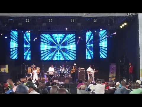 Oliver Mtukudzi Live in East London