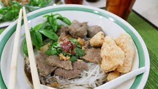 Thai Boat Noodle Soup ก๋วยเตี๋ยวเรือ ก๋วยเตี๋ยวน้ำตก - Episode 49