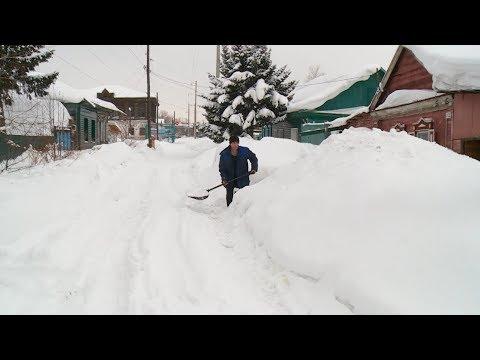 Жители частного сектора Бийска самостоятельно борются со снегом (23.01.20г., Бийское телевидение)
