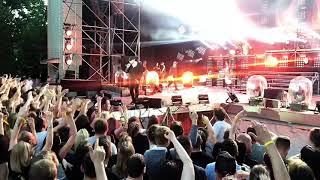 Смотреть видео Группа «25/17» - Наше лето. Москва. Зелёный Театр. Парк Горького. 11/06/19 онлайн