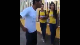 Garoto tenta humilhar vendedor de cocada e é surpreendido, ele faz medicina! thumbnail