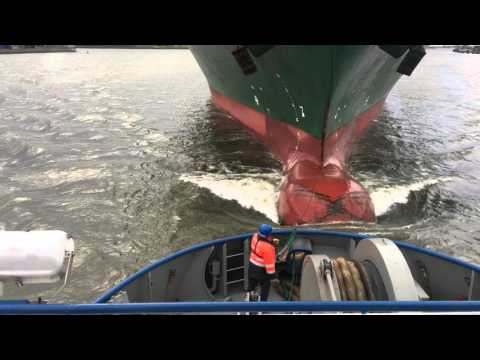 ASD tugboat 'Fairplay-23' connecting to bow of containervessel 'Martha Schulte' (harbour towage)