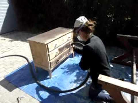 Zandstralen van houten kastje youtube - Meubelen om te schilderen zichzelf ...