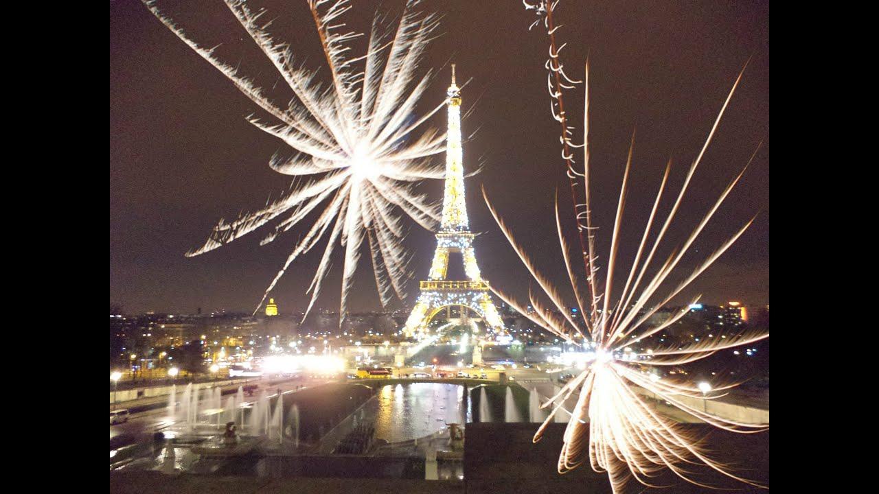 Juegos De Luces En La Torre Eiffel De Noche