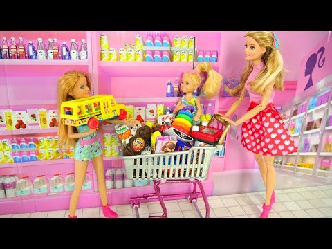 Barbie and Her sisters Go Shopping at Toy store & Supermarket Pasar boneka Barbie Irmãs Compras