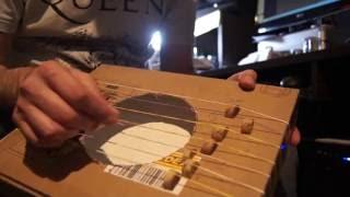 Shoebox Harp / Harpa com Caixa de Papelão