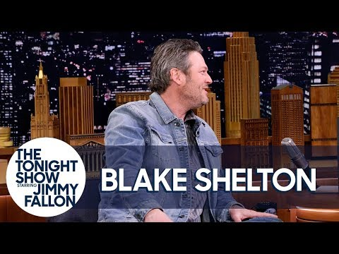 Download Youtube: Blake Shelton and Kelly Clarkson Made Adam Levine Cry on New Year's Eve