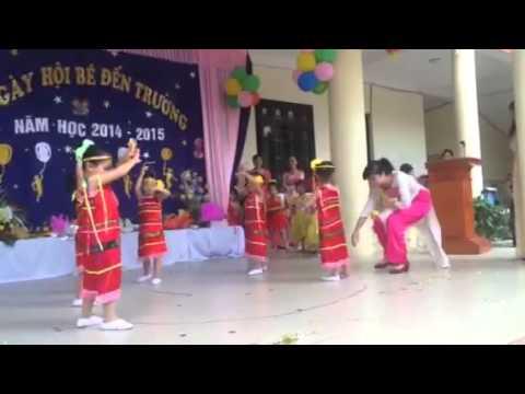 Phương Anh múa h