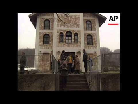BOSNIA: CROATIA: VILLAGE HANDING OVER CONTROL TO THE SERBS