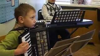 Обучение вокалу и игре на музыкальных инструментах