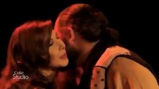 مطرب اسباني شهير يبوس قدم نانسي عجرم على المسرح
