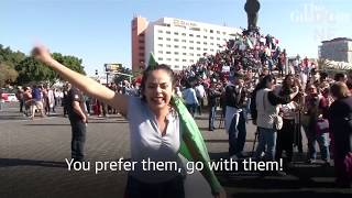 Mexicans Are Protesting Against The Caravans