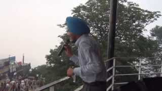 PUNJABI BOY SINGING PUNJABI BOLIYAN AT  SHIMLA