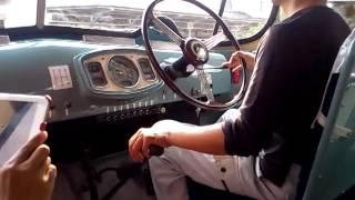 ボンネットバスの運転操作