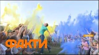 Как празднуют украинцы: флешмобы, военные выставки и фестивали