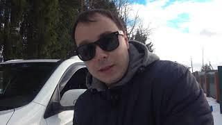 Малыш на тракторе спешит на помощь к папе. Машин застряла в снегу. Видео про трактор и машинки