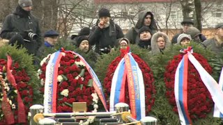 Nemtsov funeral: Slain Russian opposition leader laid to rest, mourners queue to pay respects