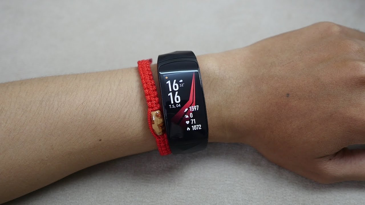 Samsung Gear Fit 2 Pro – Quá đã với khả năng chống nước 5ATM – Tony Phùng