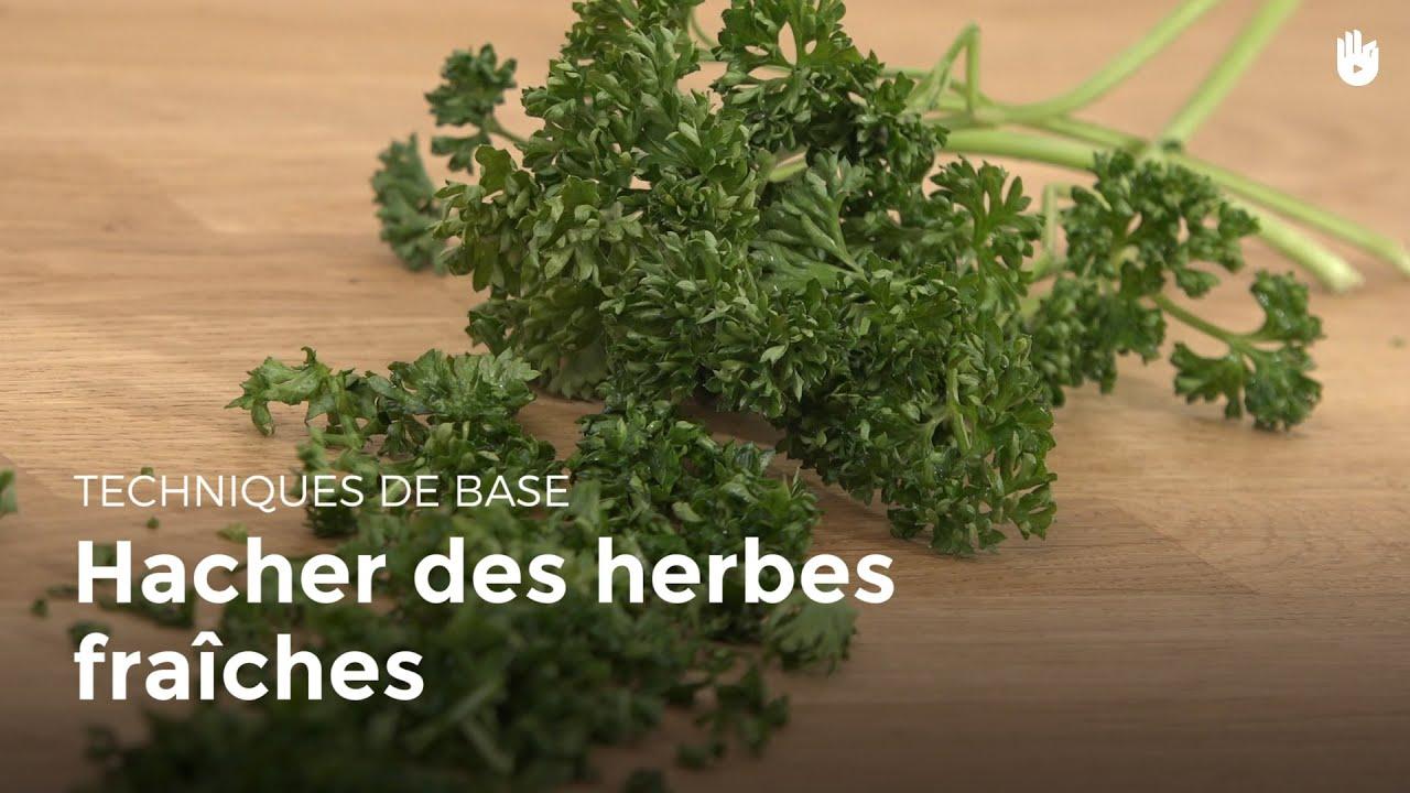Hacher des herbes fra ches cuisiner des l gumes youtube - Cuisiner les girolles fraiches ...