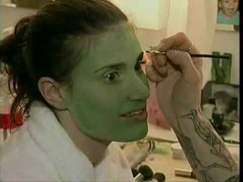 Idina Menzel becoming the green witch Elphaba