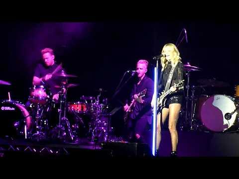 Kelsea Ballerini - 'XO' - Live At Manchester Arena 04/10/17