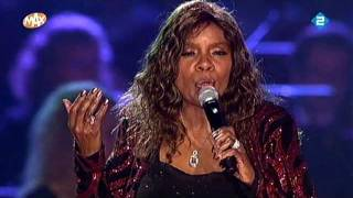 Watch Gloria Gaynor The Christmas Song video