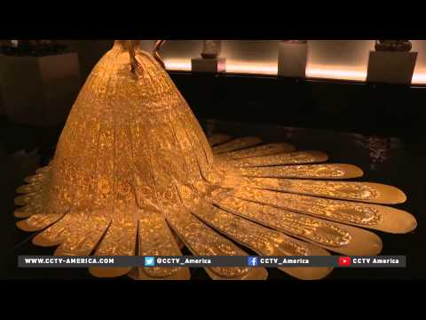 Metropolitan Museum of Art shows Chinese costumes