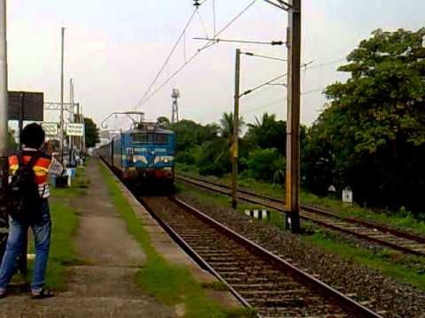 The official worst Express train of India: Howrah Amritsar Express with CNB WAG-7