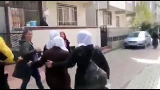 Açlık grevinde olan çocukları için hapishane önünde annelere elle ve copla yapılan polis tacizi