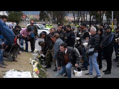 afpbr: Colombianos homenageiam vítimas de atentado