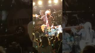 Tom Petty telling the story of Mike Campbell.