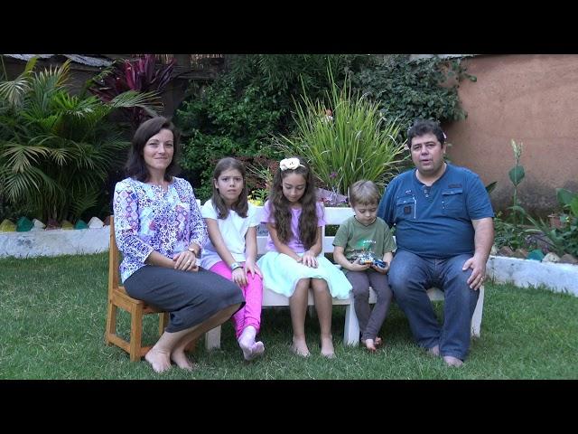 Urări de Crăciun din Madagascar - familia de misionari Șaitiș Marcel și Ioana