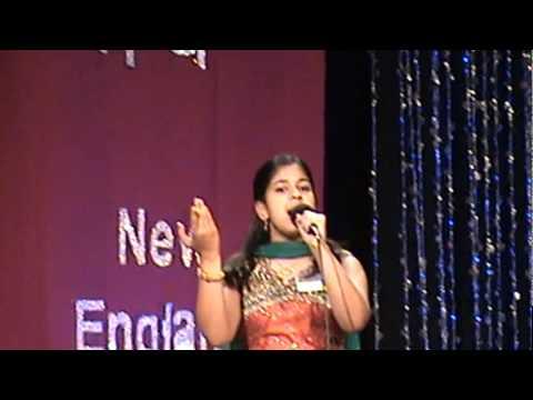 Anusha singing Baiyan Na Dharo in Hindi Manch Semi Finals
