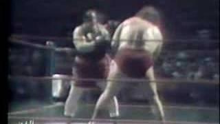 Andre The Giant vs Gorilla Monsoon (1977)