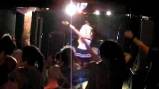 2010年6月16日のライブにて。 DJ OZMAの「超!」です。